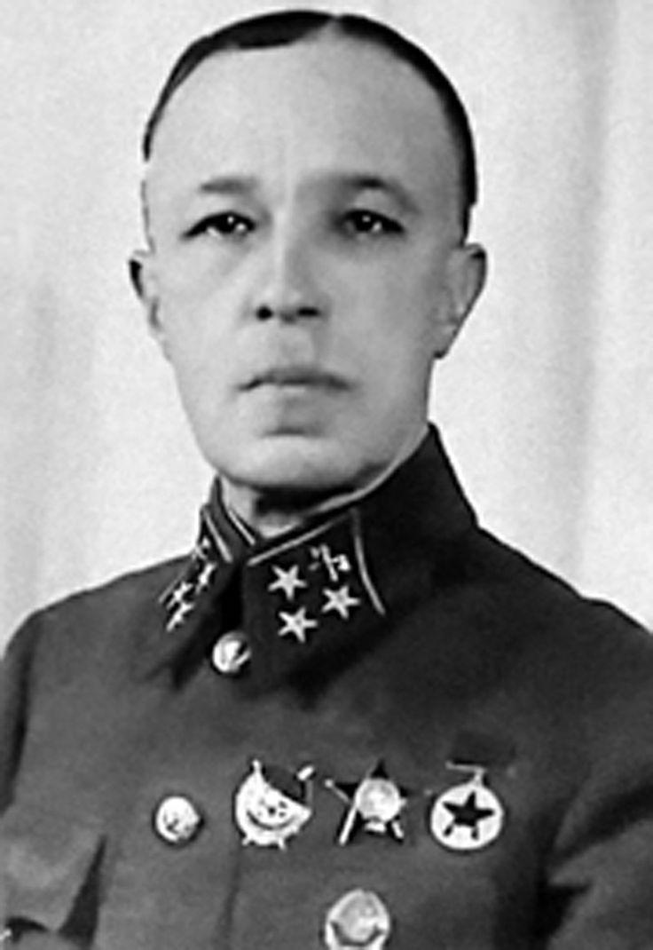 генерал-лейтенант Карбышев Дмитрий Михайлович, зверски убит в немецком плену.