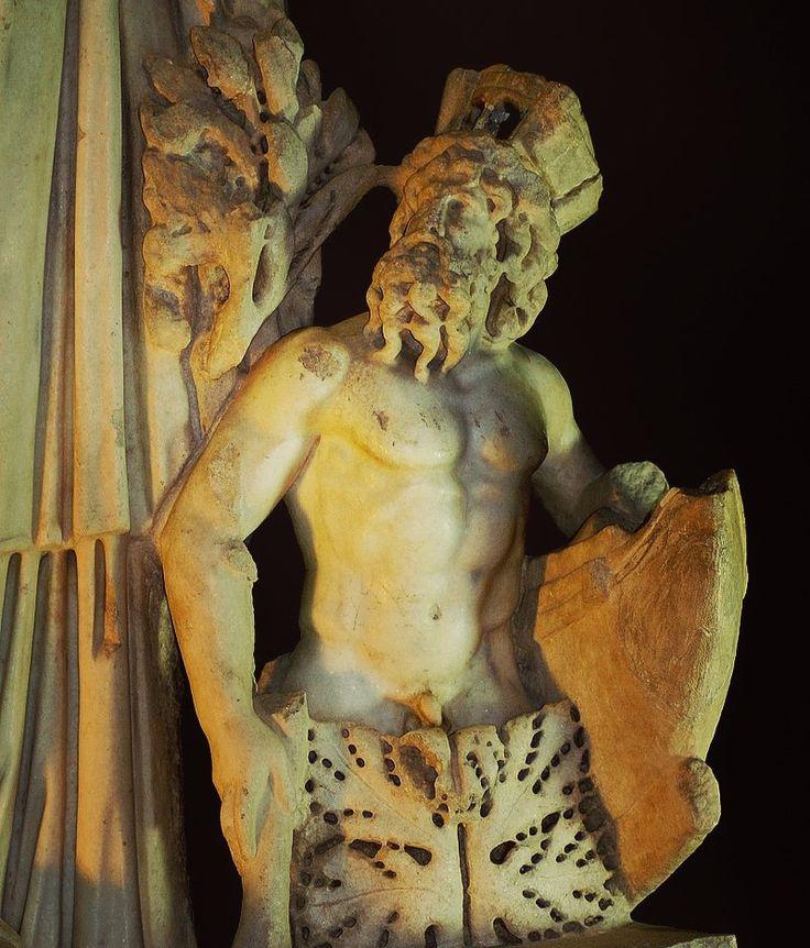 PONTO: antiguo dios del mar preolímpico. Hijo de Gea, según Hesíodo, lo engendró por sí misma. Hermano de Urano. Gea y Ponto engendraron: *Nereo. *Taumante. *Ceto. *Fortis. *Euribia. #Magarte #Historiadelarte #arthistory #mitologia #mythology #mitologiaclasica #mitologiagriega #mitologiaromana #ponto 27/365