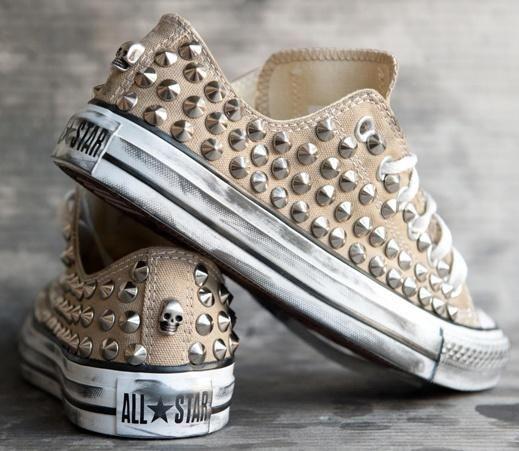 022880f1413 DIY CONVERSE CON TACHUELAS | Moda para mujeres | Zapatos, Zapatos  deportivos y Converse