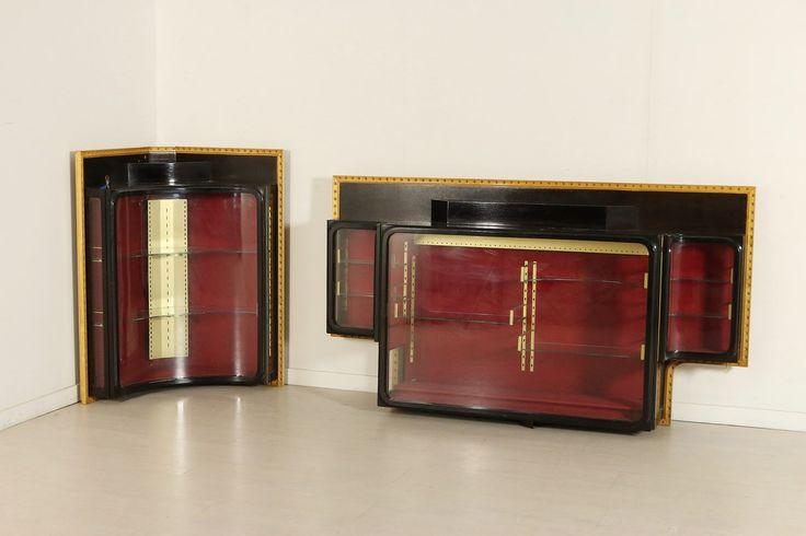 Coppia di vetrine pensili provenienti dall'esposizione oreficeria Cartier..