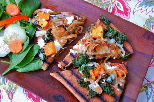 caramelized onion, butternut squash and goat cheese pizzaGoats Cheese Pizza, Caramel Onions, Cheese Grilled, Butternut Squashes, Chees Grilled, Chees Pizza, Grilled Pizza, Comforters Food, Goat Cheese