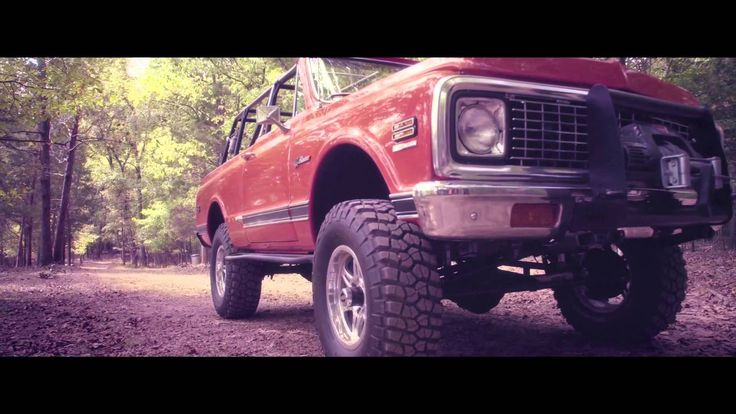 Cool Song!  I can't help but be in a good mood when I hear it.  Cole Swindell - Chillin' It (Official Video)