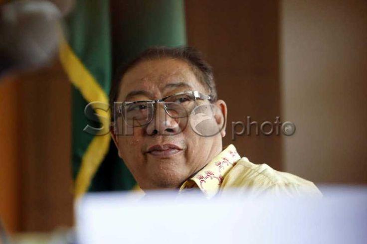 Sidang Lanjutan Mantan Bupati Indramayu http://sin.do/avRG  http://photo.sindonews.com/view/11616/sidang-lanjutan-yance