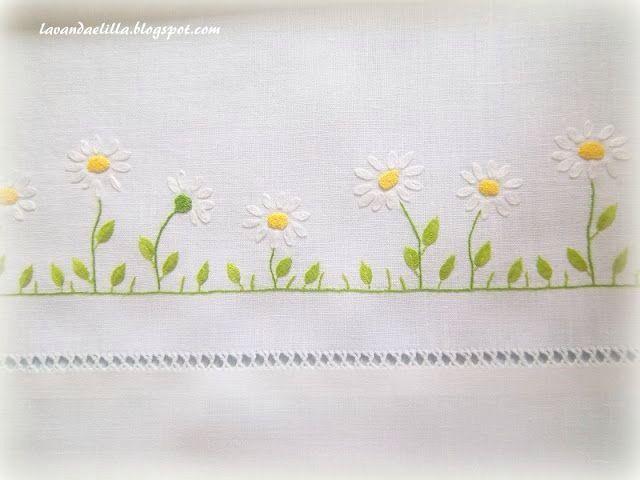 Flores blancas bordadas