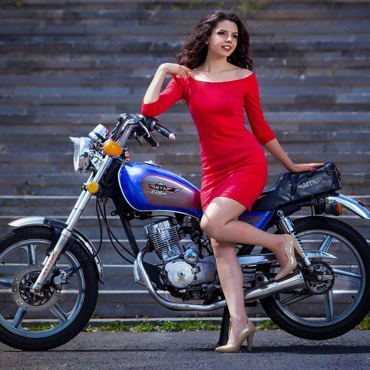 1,703 отметок «Нравится», 18 комментариев — Silvia Sahakyan (@silvia_sahakyan) в Instagram: «Для меня мотоцикл всегда был чем-то ооочень экстремальным 😊 Прыжки с парашютом - нормально, упасть…»