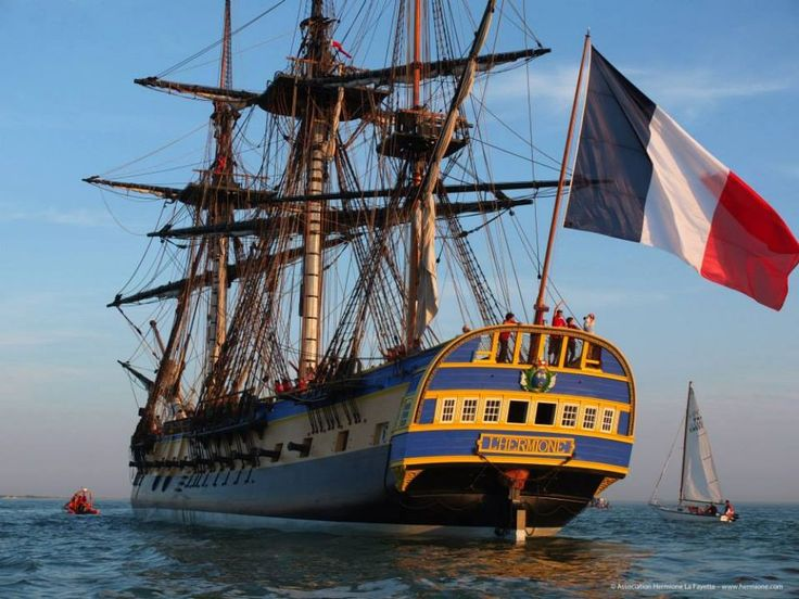 La réplique de la frégate qui a emmené La Fayette aux Etats-Unis a retrouvé la forme Napoléon III de l'ancien arsenal de Rochefort. C'est là, suite à sa mise à flot, qu'elle avait été conduite en juillet 2012 pour être armée et, notamment, recevoir son gréement et ses voiles. Après une première campagne d'essais à la mer, entamée le 7 septembre et au cours de laquelle l'Hermione a parcouru 2600 milles dans le golfe de Gascogne, le voilier va rester dans la forme Napoléon III jusqu'à la ...