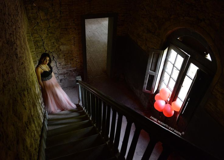 Fashion fotography. Old house. Abandoned Castle. Pink dress. Red Baloons. Ols stair