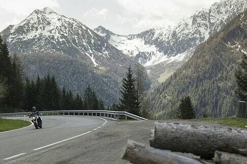 Motorbiking between the mountains: I like it so much.  This is Südtirol.  #photography #travelphotography #traveller #canon #canonnederland #canon_photos #panasonic #lightroom #fotocursus #fotoreis #travelling  #travelblog  #reizen #reisjournalist #travelwriter#fotoworkshop #fotocursus #willemlaros.nl #reisfotografie #willemlaros #tw #fbp  #moto73 #motor #suzuki #v-strom #MySuzuki #motorbike #motorfiets #suedtirol #LoveRoterHahn #tholer