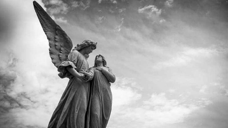 Anjos escondidos em ossos humanos: reflexões a partir do filme: Escrevendo uma nova vida. Os anjos se escondem nas ações humanas.