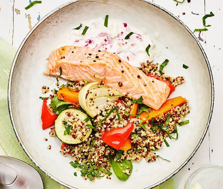 Quinoasallad med rostade grönsaker, lax och rödlökskvarg | Recept ICA.se