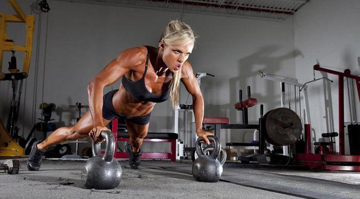 Das in der brasilianischen Hauptstadt Brasilia geborene Fitness-Model und Einzelkind Larissa Reis wurde von ihren Eltern stets unterstützt. Dies bezog sich auch auf ihre sportliche Laufbahn.