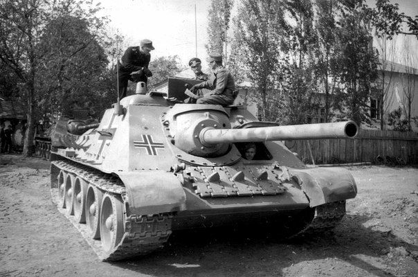 Captured Soviet tank destroyer SU-85 from the 23rd armored division of the Wehrmacht. Romania, 1944.