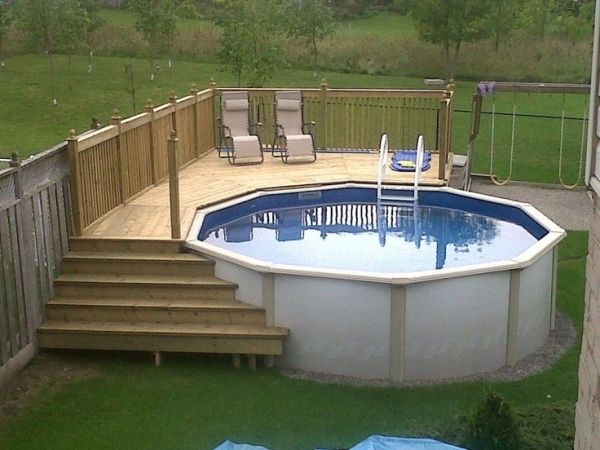 Pallet hot tub 600 450 wood projects for Above ground pool decks with hot tub