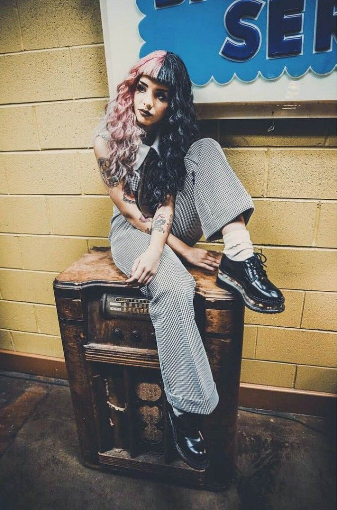Melanie Martinez Outfit with Plaid Dress, Oversized Pants & Oxford Shoes - http://ninjacosmico.com/8-melanie-martinez-outfits/