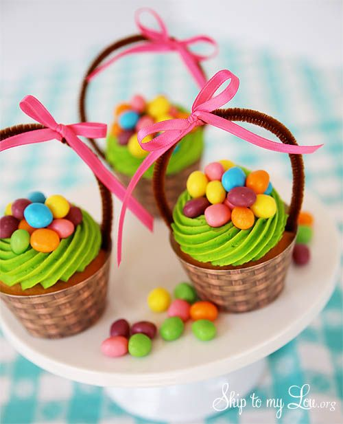 Easter Basket Cupcakes {Cupcake Wrapper Printable} Blog Hop