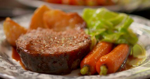 Tom Kerridge mums sausage roast recipe on Tom Kerridge's Best Ever Dishes