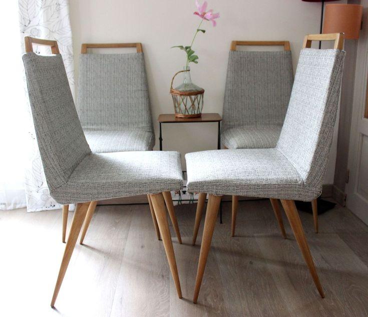 chaises vintage en bois massif Elles ont été entièrement poncées pour ressortir un joli bois blond et cirées ensuite. L'assise et le dossier en skai d'origine ont été recouverts d'un beau tissu d'ameublement gris clair chiné (agrafé en dessous...