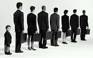 Приведены основные классификации кадров на предприятии и главные показатели их учета.