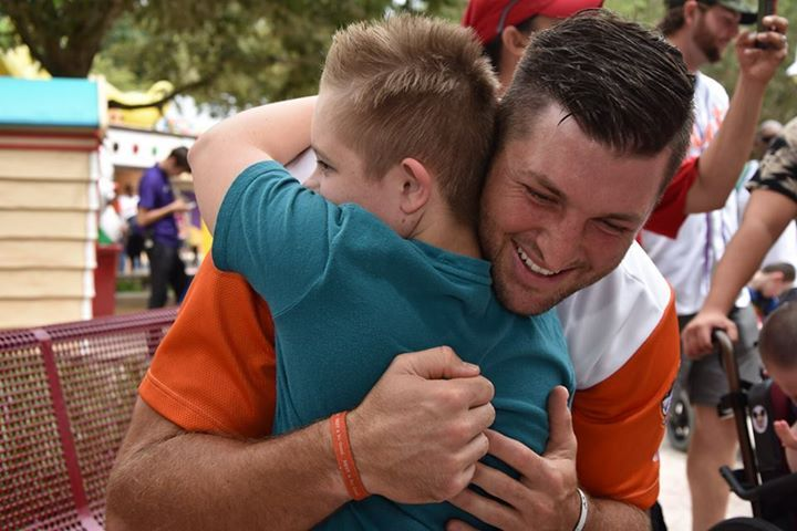 Last night, Tim Tebow scored his fourth home run of the season for the St. Lucie Mets, but the afternoon was a home run for our families here at Give Kids The World Village! Players from the St. Lucie Mets, including the team's newest outfielder, visited the Village to play games, eat ice cream and have a dance party with our families. A big congratulations to all of the Mets for their 3-2 victory against the Florida Fire Frogs yesterday, but an even bigger thank you to the St. Lucie Mets…