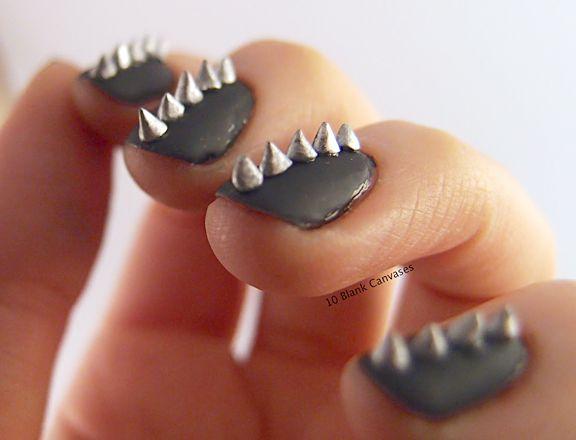 Studs zijn hot! Ook op je nagels. #studs #nails