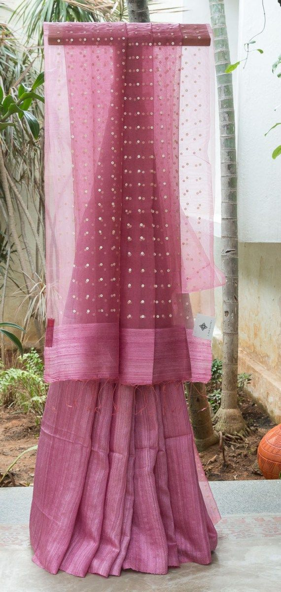 SHADES OF PINK HALF AND HALF BAILOU MATKA SILK HAS BEIGE SEQUINNED KORA PALLU THAT GIVES THE SAREE SMOOTH FINISH.