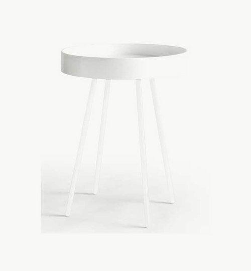 Beat lampbord diameter 46 i färg vit. Finns även i svart. Ett stilrent bord av cirkulär form, med dess höga kanter gör det att bordet får en ''brickfunktion''. Bordet finns även i svart färg. #azdesign #brickbord #sidobord