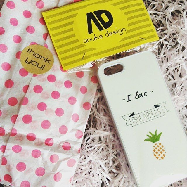 Elsa iPhone and Samsung case. The design is hand drawn. #anukedesign #iphonecase #elsa #pineapplephonecase