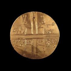 Pectoral. Oro. 900 d.C. - 1600 d.C. 14,1 cm. / Breastplate Gold A.D. 900 - A.D. 1600