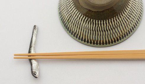 食卓に小魚を並べる。いりこの箸置き - まとめのインテリア / デザイン雑貨とインテリアのまとめ。