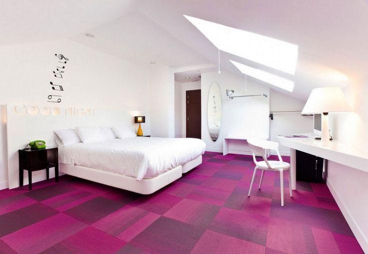 Teppichboden peppt das schlichte Schlafzimmer auf
