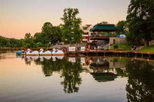 See a guide to things to do in Columbia, Maryland, learn about a variety of attractions, parks, restaurants, entertainment venues and more.