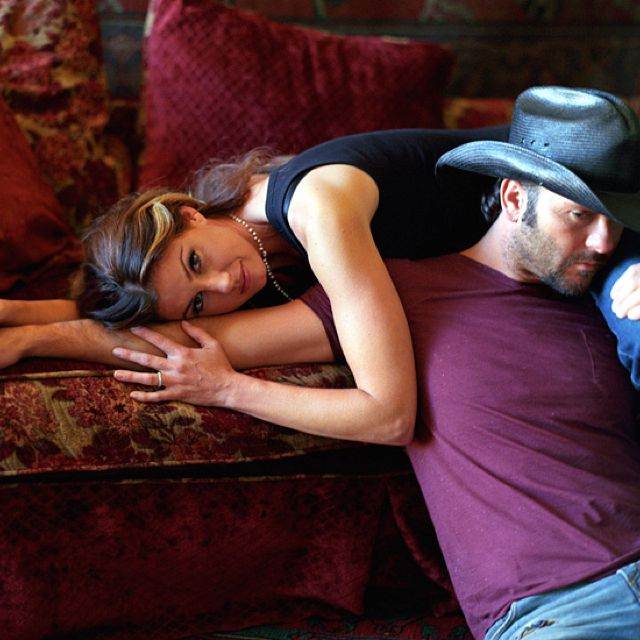 Tim McGraw and Faith Hill- I want their kinda love<3