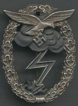 WW2 German Luftwaffe Ground Combat Badge     -   WW2 German Medal