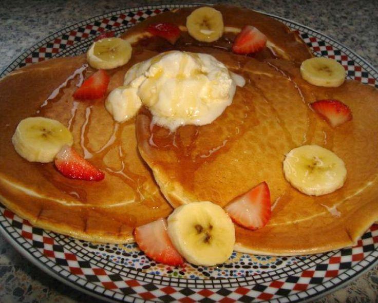 Recept voor Pancakes, Amerikaanse pannenkoeken. Gebruik hiervoor absoluut geen zelfrijzend meel. Ingrediënten: 500 gr bloem 1 eetlepel suiker 2 theelepels …