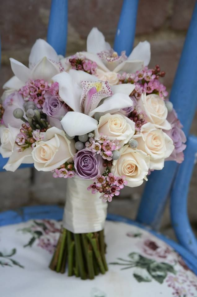 Flower Decor (Nunta): Buchet mireasa alb, crem, lila