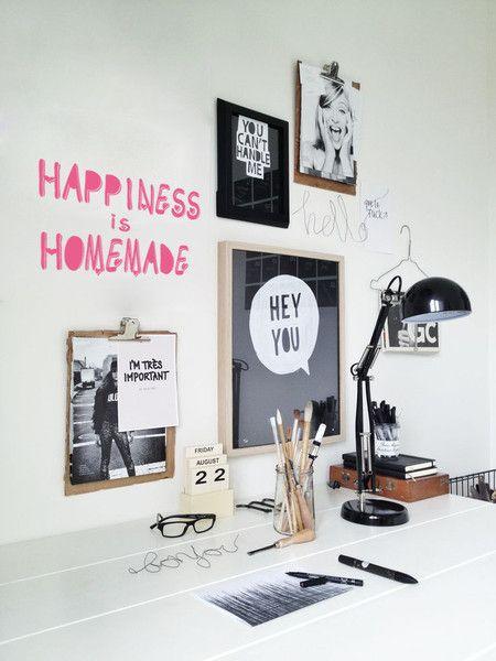 **HAPPINESS IS HOMEMADE** Schriftzug Sticker. Wallart-Typo Wandtattoo für eine individuelle Wohnungsaufhübschung, die Freude macht!   Der Schriftzug ist **HANDMADE in Berlin** - aus hochwertiger...