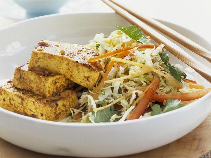 Marinierter Tofu mit Chinakohlsalat - smarter - Zeit: 50 Min. | eatsmarter.de Asiatisch lecker!