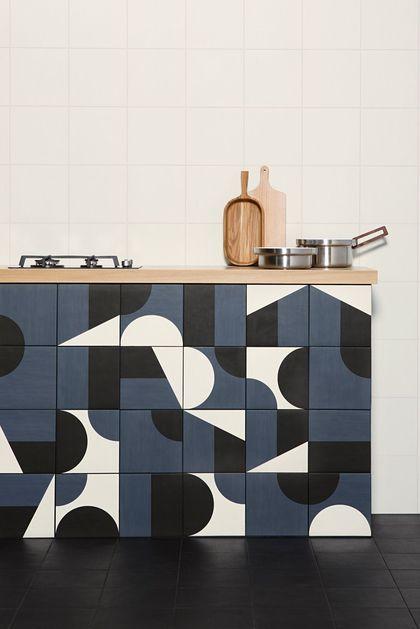 Un carrelage géométrique pour une cuisine arty