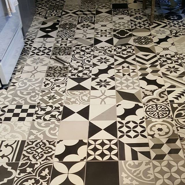 Create a unique look in your space by using our in stock Patchwork Black and White Pattern. 5 other color combinations of 8x8 patchwork are also available. In addition, we stock 4x4, which is great for walls and backsplashes. #cementtileshop #cementtiles #cementtile #patchwork #patchworktiles #concretetile #hydraulictile #encausticcementtile #encaustictile #cubantile #mexicantile #patchworkcementtiles #handmadetile #patternedtile