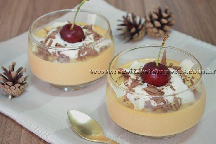 Panna cotta é uma sobremesa tipicamente italiana e famosa mundialmente. Sua base é preparada com natas/creme de leite, açúcar e gelatina. Leia mais...