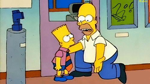 Bart en una escuela para niños superdotados* - Bart: Me has besado. - Homer: No hay nada malo en que un padre bese a su hijo. Creo. - Adelante, y aprovecha el tiempo porque... - ...puedes lograr lo que los Simpson - hemos soñado durante generaciones. - Ser más listos que alguien! - dijo Homer