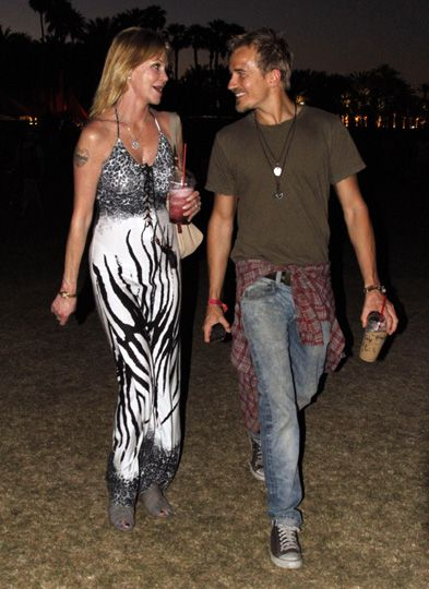 Melanie Griffith con Jesse Johnson en el festival de Coachella