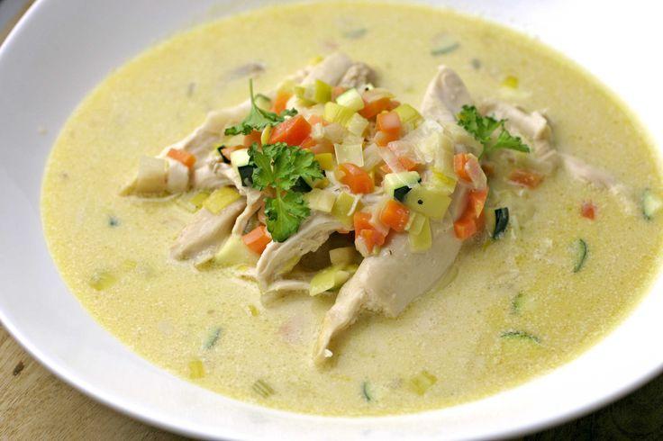 Snelle waterzooi van kippenwit met gestoomde groentjes - bekijk dit recept op keukenrevolutie.be