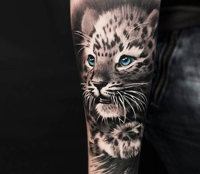 Incredibly Beautiful Tattoos With Big Cats Snow Leopard Tattoo Leopard Tattoos Snow Leopard