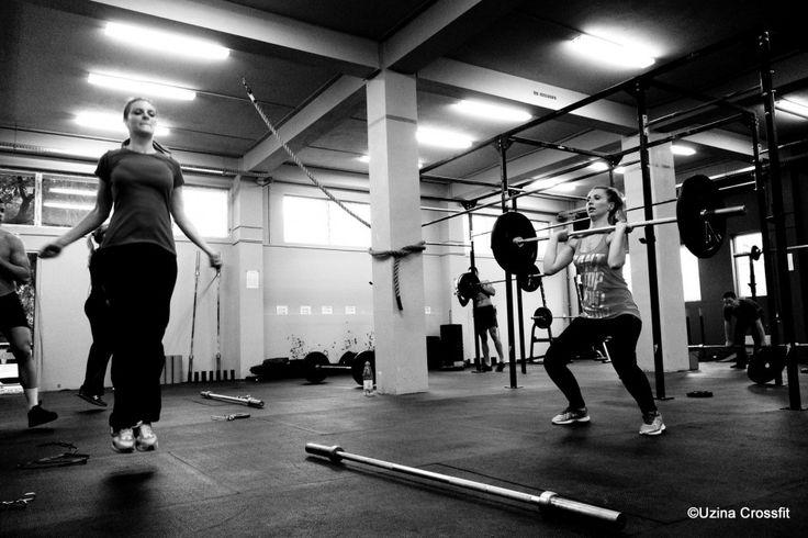 Îți punem la dispoziție o sală spațioasă (cu suprafața de 400 m² și înălțimea de 5 metri) unde să practici CrossFit în siguranță, îndrumat de antrenorii noștri!