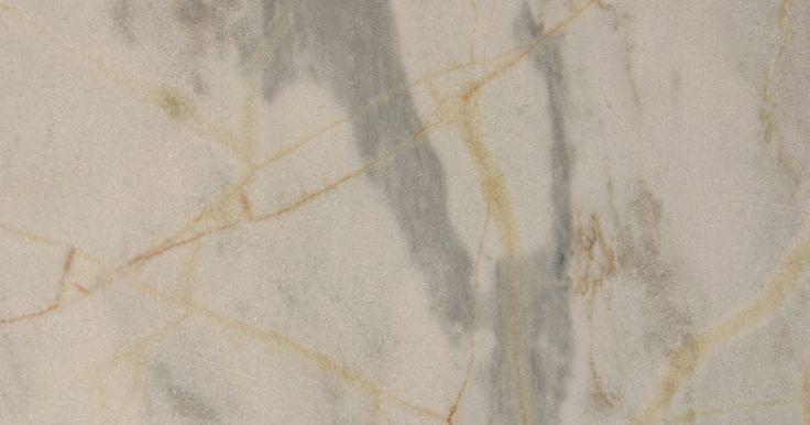 Técnicas de pintura de imitación de mármol para columnas. Las técnicas de pintura de imitación de mármol rinden resultados espectaculares a una fracción del costo del mármol real. Con una cuidadosa atención en los detalles, tu puedes crear una ilusión a la vista imitando el aspecto exuberante y pródigo del mármol. Las columnas tienen el tamaño ideal para a alguien nuevo en la pintura de imitación de ...