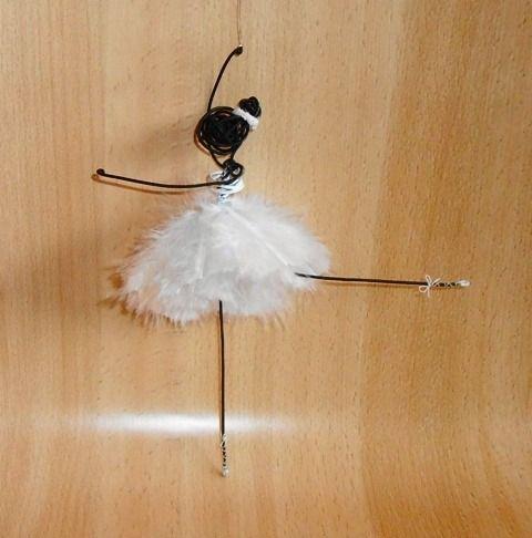 Danseuse fil de fer plumes blanches - jambe tendue arrière : Décoration pour enfants par atout-haz-art