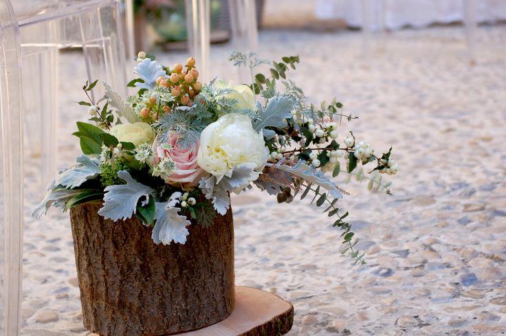 Roses and bark for a Fall Wedding  Rose e cortecce per un matrimonio autunnale      www.isaevents.it