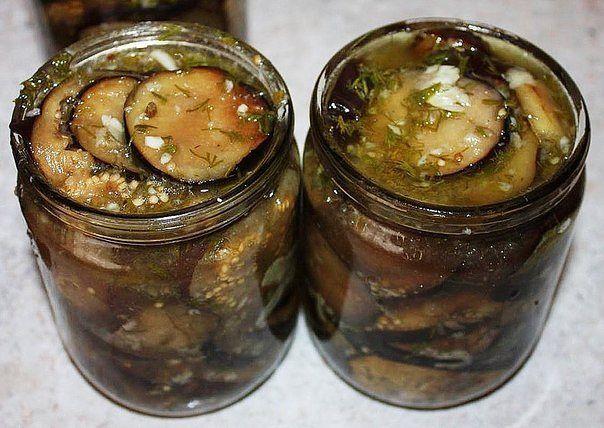 1. Рецепт — закуска из баклажан по-армянски Для армянского угощения баклажаны (7кг) нарезают со-ломкой, солят и кладут под гнет на ночь. На утро подготов-ленные баклажаны поджаривают по частям на сковороде (как картошку), смешивают с отдельно поджаренным репчатым луком (2 кг), также шинкованным соломкой, заправляют измельченным чесноком (100 г), солью, готовой смесью хмели-сунели (по вкусу) и …