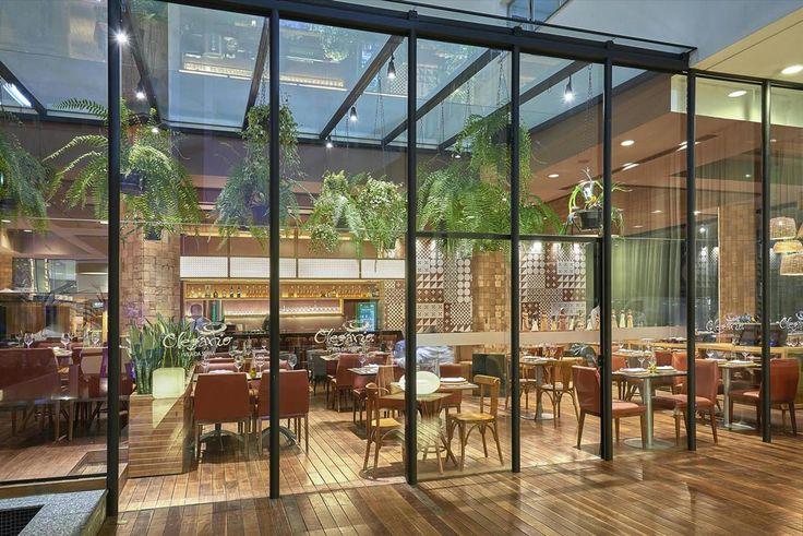 Galeria da Arquitetura | Pizzaria Olegário Vila da Serra - Localizado no Hotel Mercure de Nova Lima (MG), o restaurante tem fechamento em vidro